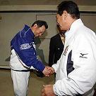何年ぶりの握手?